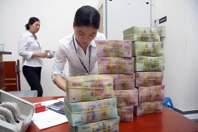 Việc tham gia chứng chỉ tiền gửi giúp khách hàng tiếp cận lãi suất cao, nhưng khách phải có nguồn tiền nhàn rỗi ổn định trong thời gian dài. Ảnh minh họa: N.Ý