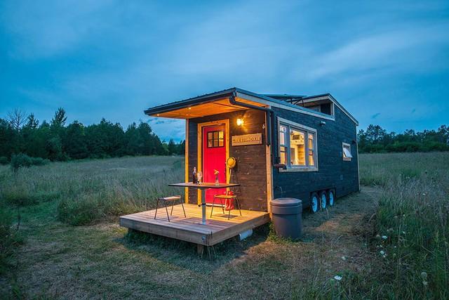 Nhìn bên ngoài, ngôi nhà khá nhỏ bé. Diện tích sử dụng của nó chỉ vẻn vẹn 31 m2.