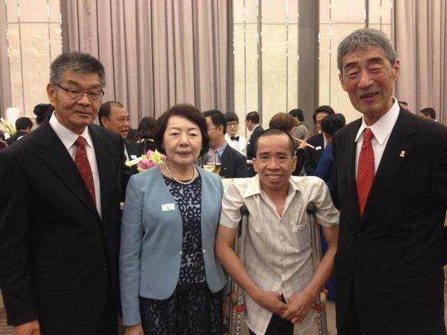 Nguyễn Đức (thứ 2 từ phải qua) và những người bạn Nhật trong một sự kiện được tổ chức tại TP.HCM.
