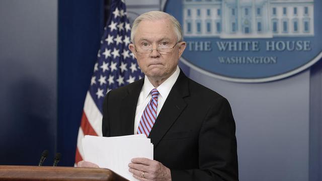 Bộ trưởng Tư pháp Sessions có nguy cơ bị điều tra hình sự. Ảnh: Chicago Tribunes