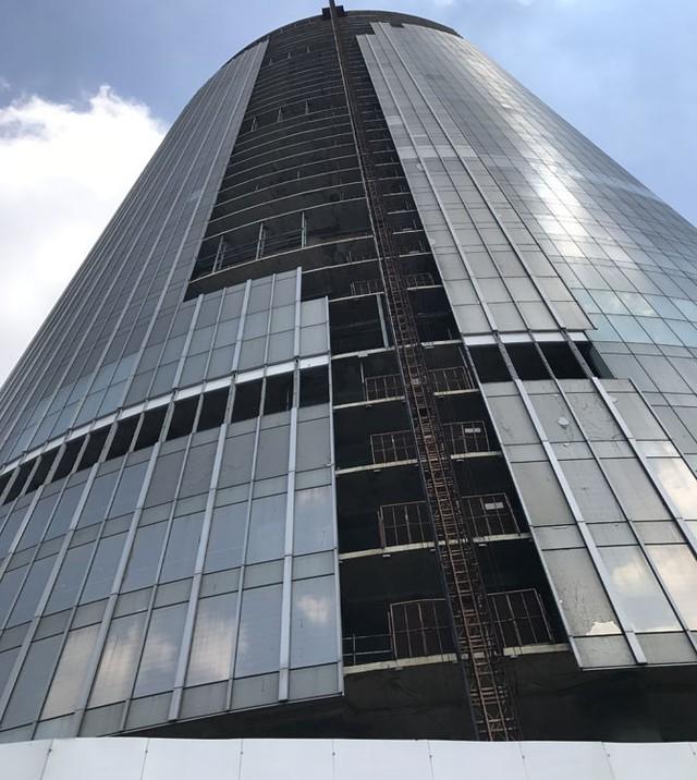Dự án Saigon One Tower có vốn đầu tư 5.000 tỷ đồng, là tòa tháp cao thứ 3 tại TP. Hồ Chí Minh. Tại thời điểm dự án dừng thi công, Saigon One Tower được đánh giá đã hoàn thành tới 80% hạng mục công trình.