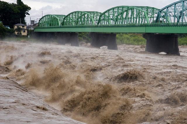 Mưa ngập lớn do bão Lionrock gây ra