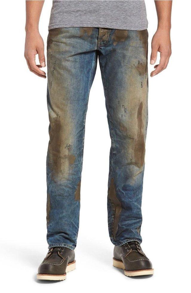 """Những chiếc quần bẩn được nhà sản xuất miêu tả là thể hiện cá tính """"không ngại lấm bẩn"""" của người mặc."""