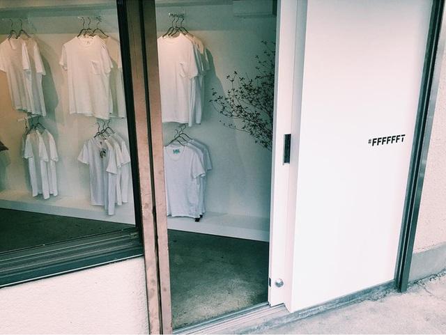 #FFFFFFT chỉ bán áo phông trắng mà thôi.