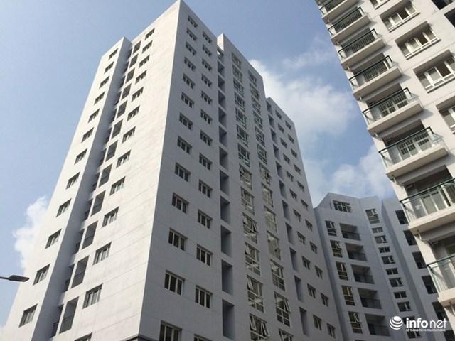 Khu chung cư tái định cư Hoàng Cầu (Hà Nội) hiện đang có nhiều rao bán căn hộ với giá gấp đôi giá gốc.