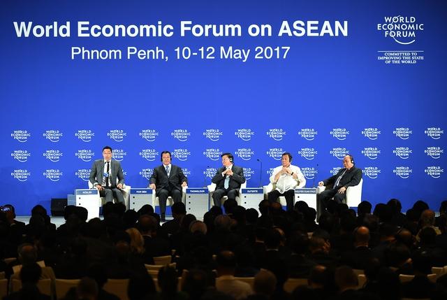 Thủ tướng Campuchia Hun Sen, Thủ tướng Nguyễn Xuân Phúc, Thủ tướng CHDCND Lào Thongloun Sisoulith, Tổng thống Philippines Rodrigo Duterte tại phiên khai mạc toàn thể WEF-ASEAN. Ảnh: Quang Hiếu
