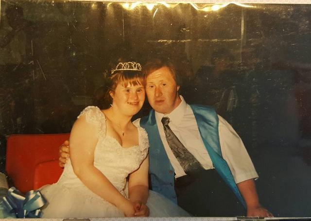 """Đám cưới của đôi tình nhân """"đặc biệt"""" này diễn ra ngày 15 tháng 7 năm 1995."""