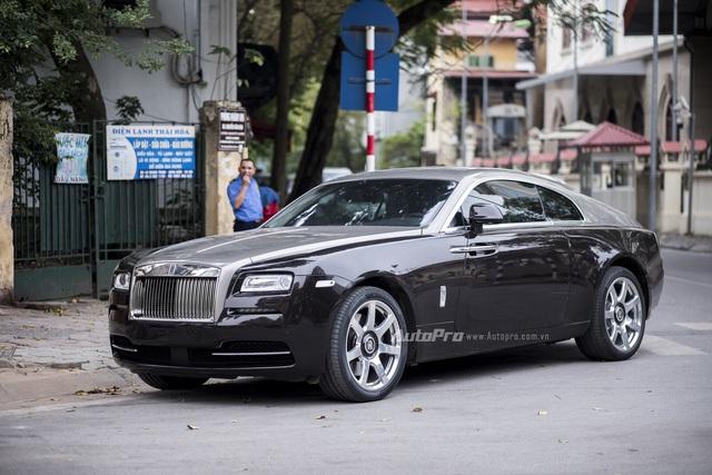 Rolls-Royce Wraith đầu tiên về Việt Nam vào hồi 10/2014 theo diện phân phối chính hãng. Tuy nhiên, sau đó có khá nhiều chiếc xe siêu sang Wraith được nhập khẩu thông qua các showroom tư nhân bởi mức giá được cho là hợp lý hơn.