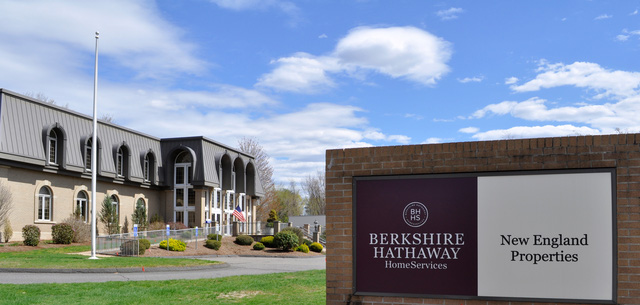 Trước khi trở thành tập đoàn kinh doanh trong nhiều lĩnh vực, Berkshire Hathaway là một nhà máy dệt làm ăn thua lỗ