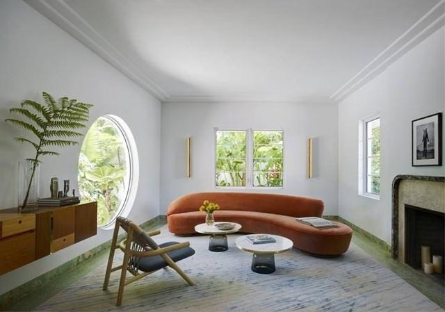 Cùng trong một không gian nhưng thiết kế cửa sổ tròn mang đến một cảm giác mới lạ, là điểm nhấn tuyệt đẹp nơi phòng khách.