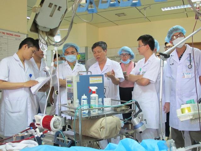 Các bác sĩ BV Bạch Mai hội chẩn điều trị bệnh nhân vụ tai biến chạy thận