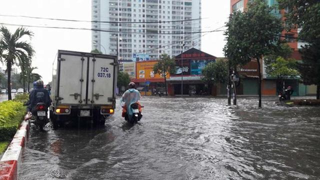 Nhiều tuyến đường chìm trong biển nước, ảnh: Minh Thanh