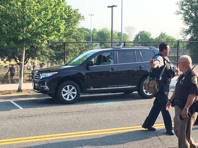 Cảnh sát được điều tới phong tỏa hiện trường. Ảnh: CNN