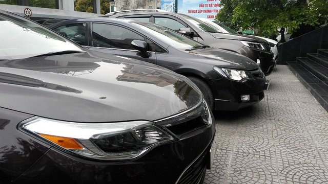 Ô tô ở Việt Nam có giá rất đắt đỏ. Ảnh: L.B