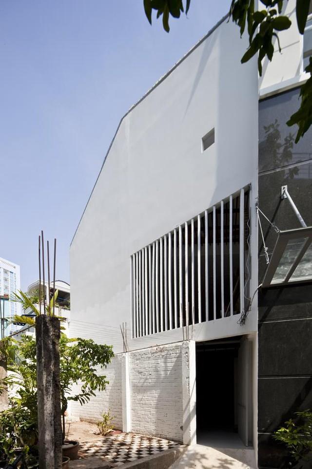 Ngôi nhà nhỏ méo mó được xây 3 tầng trên diện tích chỉ vẻn vẹn 40m2.