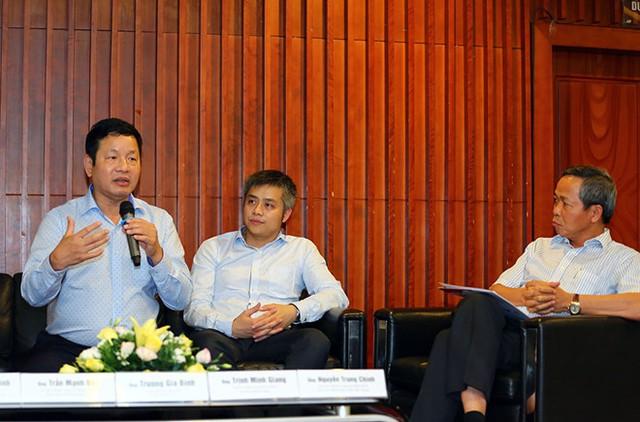 Ông Trương Gia Bình (phía trái ảnh), Trưởng Ban cố vấn Diễn đàn VPSF, Chủ tịch Tập đoàn FPT chia sẻ vể chủ đề Kinh tế số.