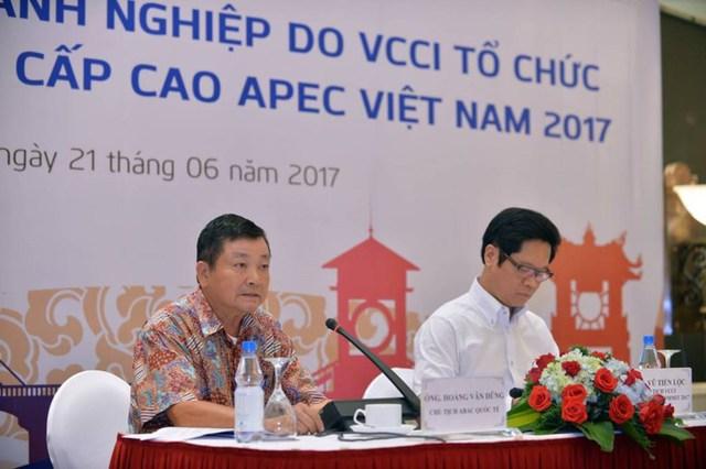 Chủ tịch ABAC Hoàng Văn Dũng cho rằng để hội nhập phải nâng cao khả năng cạnh tranh của doanh nghiệp nhỏ, siêu nhỏ. Ảnh: CHÂN LUẬN
