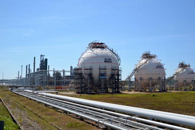 Một góc nhà máy lọc dầu Dung Quất. Ảnh: Tử Trực