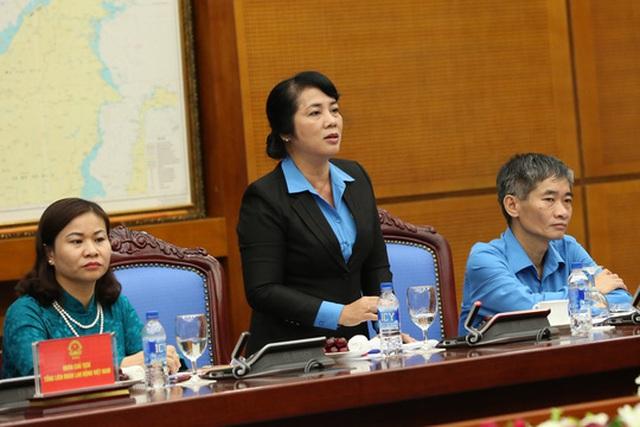 Chủ tịch LĐLĐ TP HCM Trần Thị Kim Yến phát biểu ý kiến về vấn đề lương tối thiểu