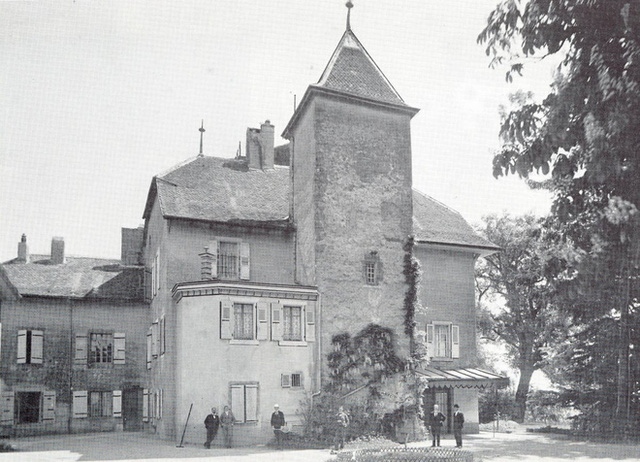 Dinh thự Rosey được xây dựng từ thế kỉ 14 và ngôi trường thành lập năm 1880.