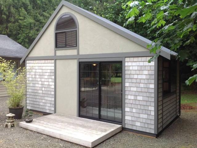 Được xây dựng tại Aurora (bang Oregon, Mỹ), ngôi nhà nhỏ mang hình dáng và phong cách thiết kế rất giống với những ngôi nhà tí hon của người Nhật bản.