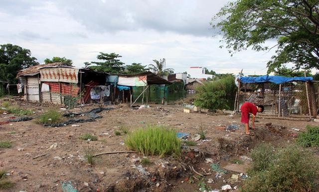 """Những căn nhà sắp sập kiểu này trong vùng quy hoạch """"treo"""" ở TP HCM sẽ được cấp phép xây dựng tạm Ảnh: QUỐC CHIẾN"""