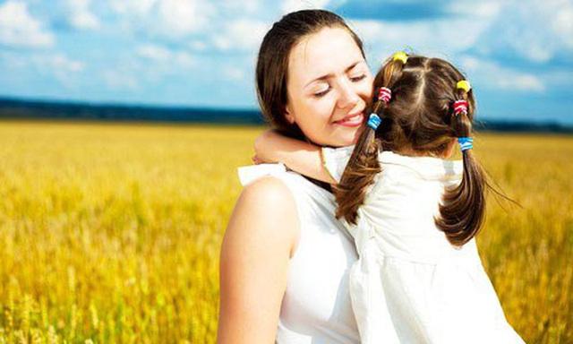 Lòng biết ơn khắc sâu vào tâm hồn trẻ thơ từ những điều bình dị nhất. Hình minh họa.