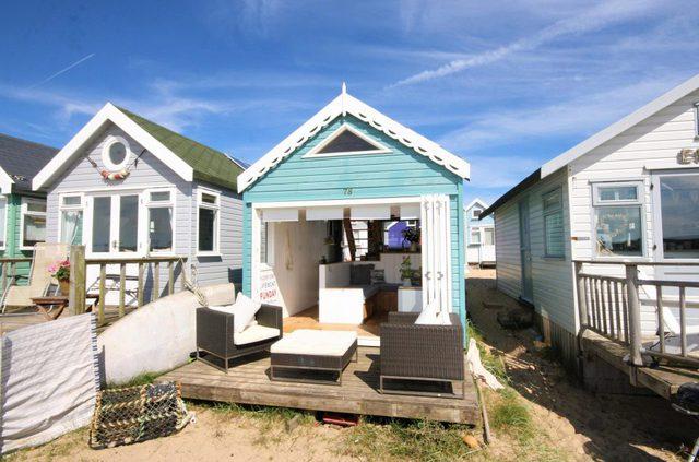 Với giá bán lên tới 280.000 bảng Anh (tương đương hơn 8 tỷ đồng), đây được xem là ngôi nhà bên bờ biển đắt nhất ở nước Anh.