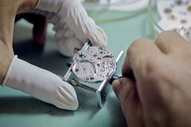 Xwatch sẵn sàng cắt mắt, đục lỗ dây đeo đồng hồ miễn phí cho khách