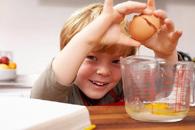 Trẻ em, đặc biệt tuổi chập chững đi, từ 1 - 3 tuổi, thường lại thích ăn trứng, vì vị thanh, lại mềm, dễ nhai, dễ nuốt.