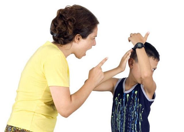 Hậu quả của một cơn nóng giận từ phía cha mẹ là những ám ảnh và tổn thương khó lành trong tâm hồn con cái. (Ảnh minh họa).