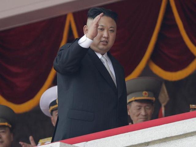 Nhà lãnh đạo Triều Tiên Kim Jong-un tại một lẽ duyệt binh hồi tháng 4 tại Bình Nhưỡng nhân kỉ niệm 105 năm ngày sinh của Lãnh tụ Triều Tiên Kim Nhật Thành. Ảnh: AP