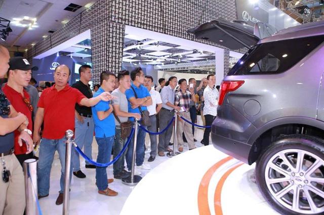 Người Việt giảm mua ô tô dù các hãng xe đã giảm giá mạnh.