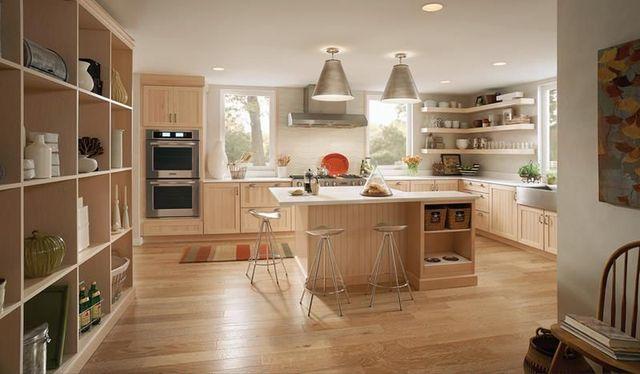 Lựa chọn lát sàn gỗ cho bếp sẽ giúp ngôi nhà thêm sang trọng và lịch sự.