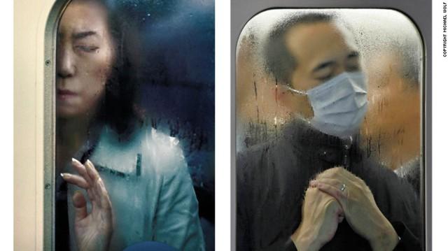 Nước đọng ướt nhẹp vì không khí nóng ẩm trên tàu điện ngầm.