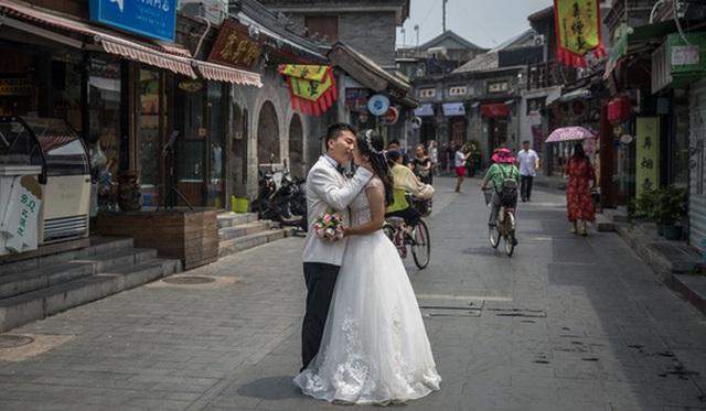 Những người lập gia đình được đánh giá là có động lực làm việc nhiều hơn so với những người độc thân. Ảnh: EPA