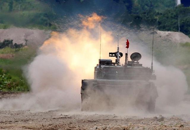 Xe tăng Nhật Bản tập trận chung có lực lượng Mỹ ở phía Bắc đảo Hokkaido hôm 16-8. Ảnh: REUTERS
