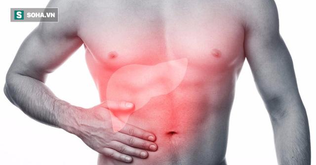 Đau bụng ở hạ sườn phải là một trong những triệu chứng của gan nhiễm mỡ