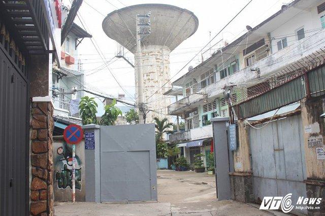 Thủy đài bỏ hoang trên đường Nguyễn Thái Sơn.