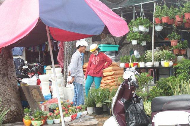 Các mặt hàng buôn bán pử khu vực giải tỏa chủ yếu là cây cảnh, gốm sứ...