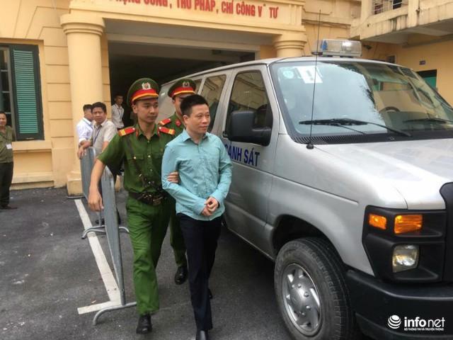 Hà Văn Thắm được đưa vào phòng riêng chờ đến giờ xét xử