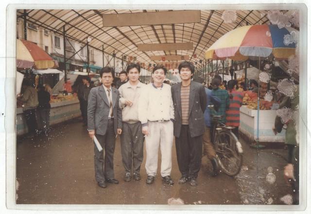 Mùa xuân năm 1993, ông Long ông Dương cùng những người bạn đi khảo sát thị trường sau khi thành lập Công ty TNHH Thiết Bị Phụ Tùng