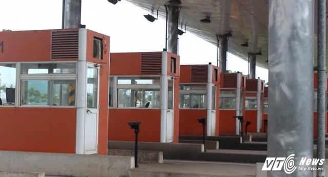 12 cabin tại trạm thu phí Thủ Thiêm được đầu tư hoành tráng nhưng không hoạt động.