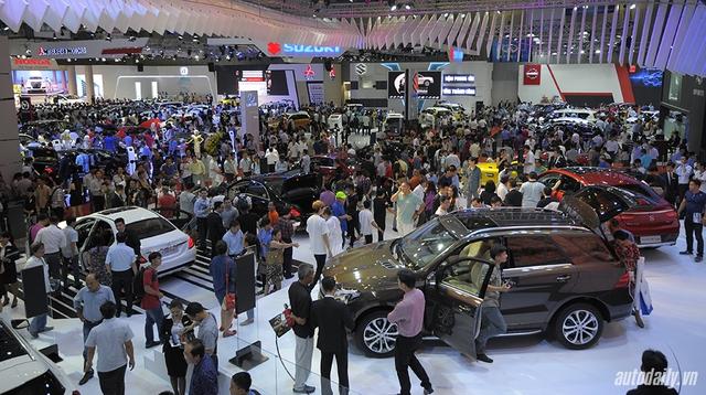 Người tiêu dùng đắn đo trong việc mua xe. Ảnh: Autodaily.vn