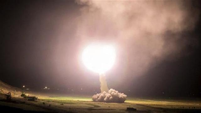 Iran bắn tên lửa vào miền Đông Syria ngày 18-6-2017. Ảnh: PRESS TV