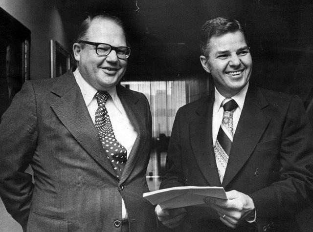 Anh em nhà Hunt từng thao túng thị trường bạc thế giới năm 1980