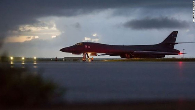 Máy bay ném bom hạt nhân B-1B của Mỹ chuẩn bị cất cánh, bay sát không phận Triều Tiên nhất trong vòng một thế kỷ qua. Ảnh: US Pacific Command