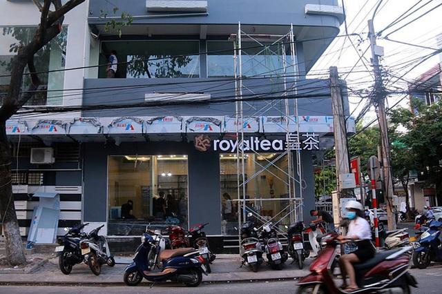 Chi nhánh Royaltea chính thức đầu tiên được nhượng quyền từ Đài Loan đang được gấp rút hoàn thành.
