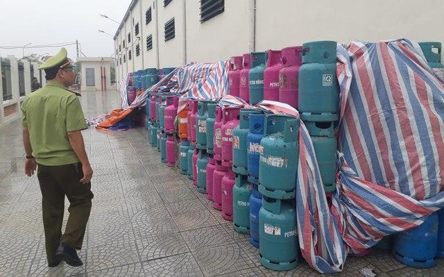 Hàng trăm vỏ bình gas bị tháo van