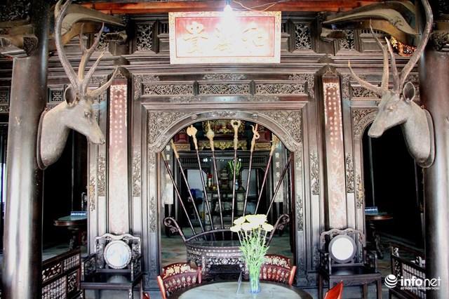 Trước đây ngôi nhà có diện tích khá lớn, tuy nhiên trải qua hai cuộc chiến tranh một số công trình xung quanh đã bị phá bỏ. Dù vậy đến nay ngôi nhà chính vẫn được bảo toàn gần như nguyên vẹn. Mặt chính ngôi nhà quay về hướng Tây Nam, hướng sông Sài Gòn để hưởng được làn gió mát trong lành quanh năm.